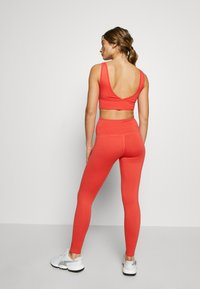 HIIT - BONNIE CORE LEGGING - Leggings - red - 2