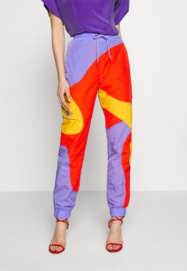 TRACK CURVE PANTS - Pantaloni sportivi - multi colour