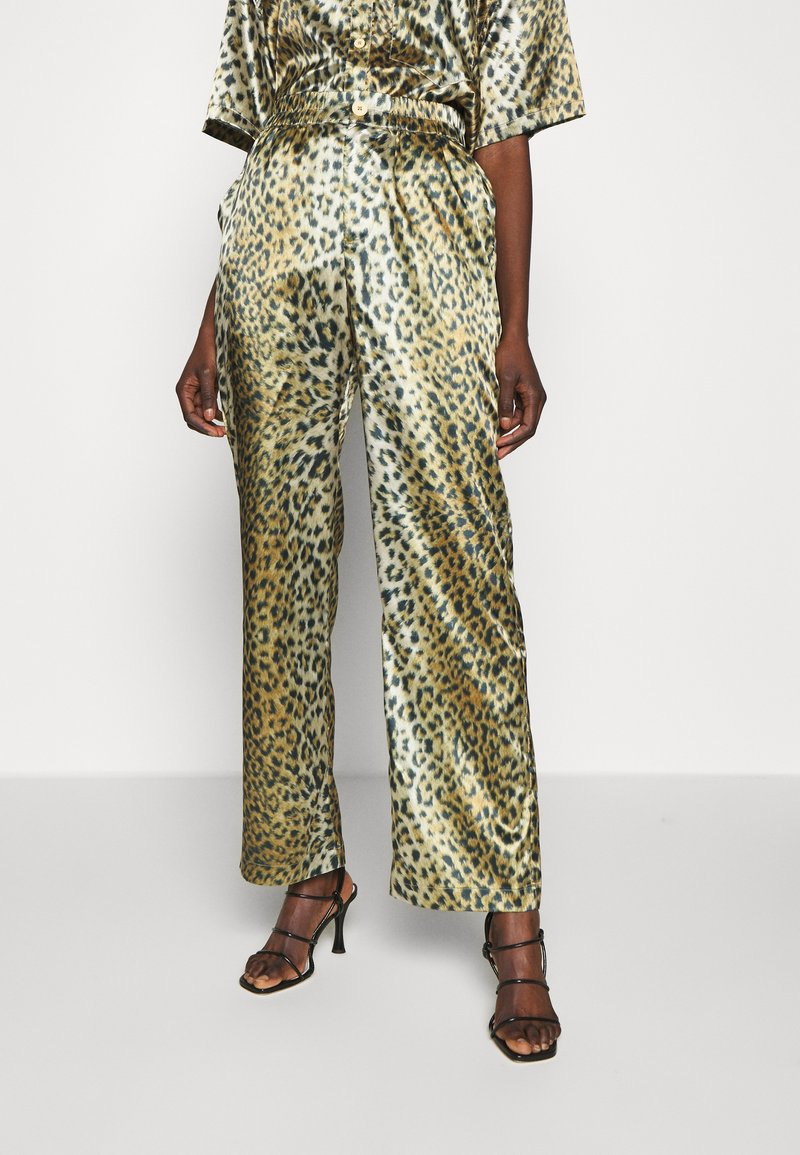 Han Kjobenhavn - RELAXED PANTS - Trousers - leo satin
