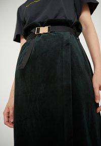 Han Kjobenhavn - BUCKLE SKIRT - Pencil skirt - green corduroy - 5
