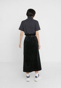 Han Kjobenhavn - BUCKLE SKIRT - Pencil skirt - green corduroy - 2