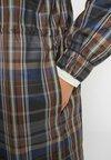 Han Kjobenhavn - TRACK DRESS - Freizeitkleid - brown check