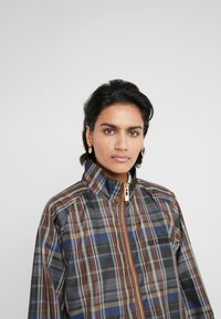 Han Kjobenhavn - TRACK DRESS - Kjole - brown check - 4