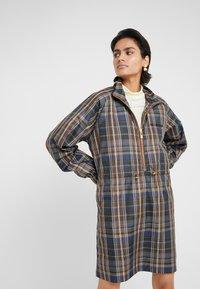 Han Kjobenhavn - TRACK DRESS - Vestito estivo - brown check - 3