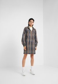 Han Kjobenhavn - TRACK DRESS - Vestito estivo - brown check - 1