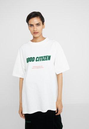 BOYFRIEND TEE - Camiseta estampada - off white