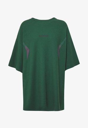 BOYFRIEND TEE - T-shirt med print - green