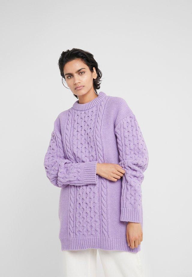 BOYFRIEND  - Stickad tröja - purple
