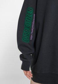 Han Kjobenhavn - RELAXED CREW - Sweatshirt - faded black - 5