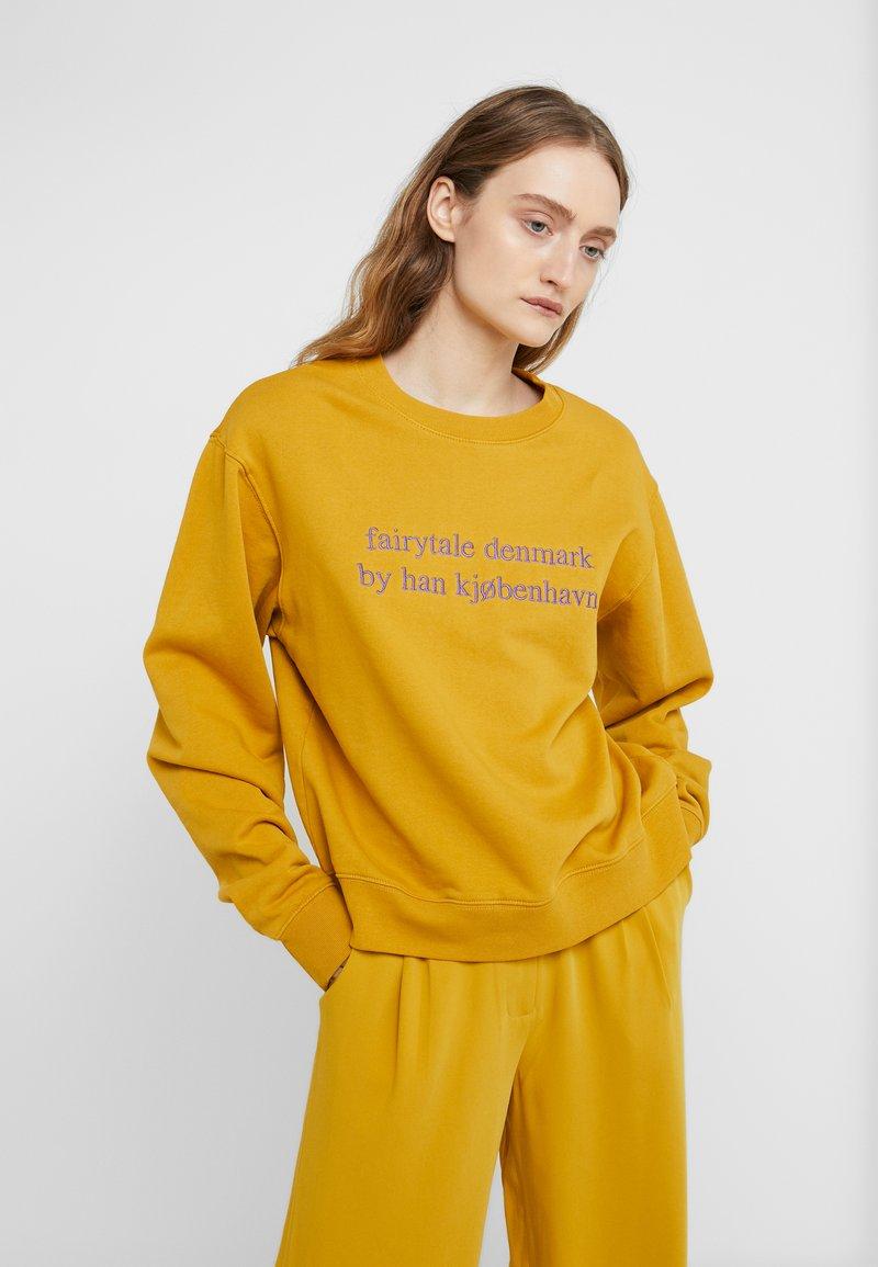 Han Kjobenhavn - BULKY CREW - Sweatshirt - mustard