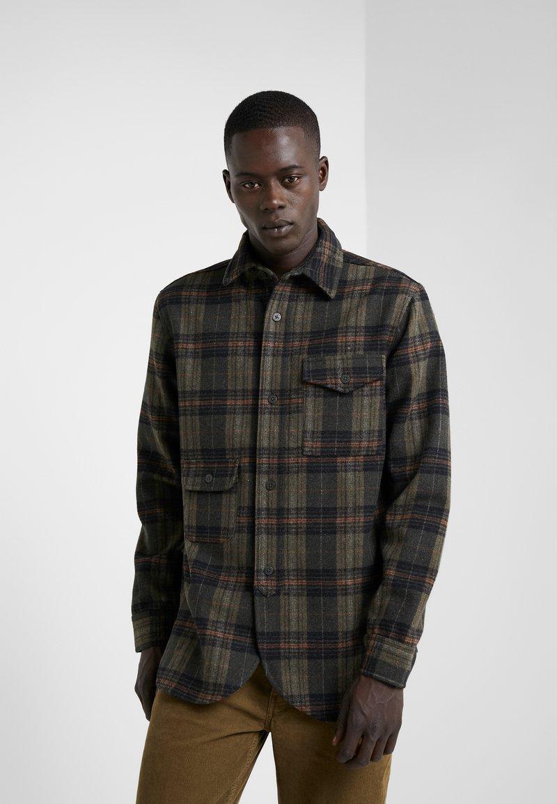Han Kjobenhavn - ARMY SHIRT - Camisa - olive/brown