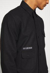 Han Kjobenhavn - ARMY SHIRT - Skjorte - black - 6