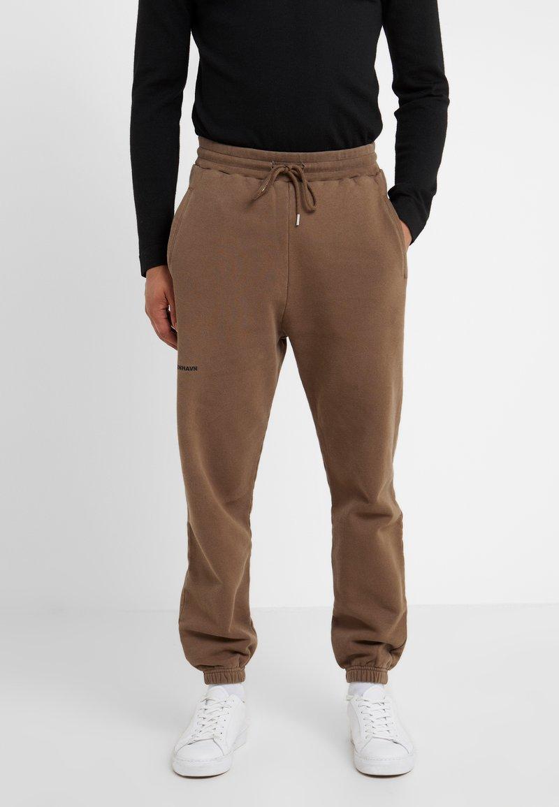 Han Kjobenhavn - Pantalones deportivos - faded brown