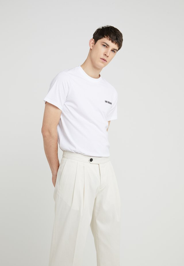 CASUAL TEE - T-shirt - bas - white