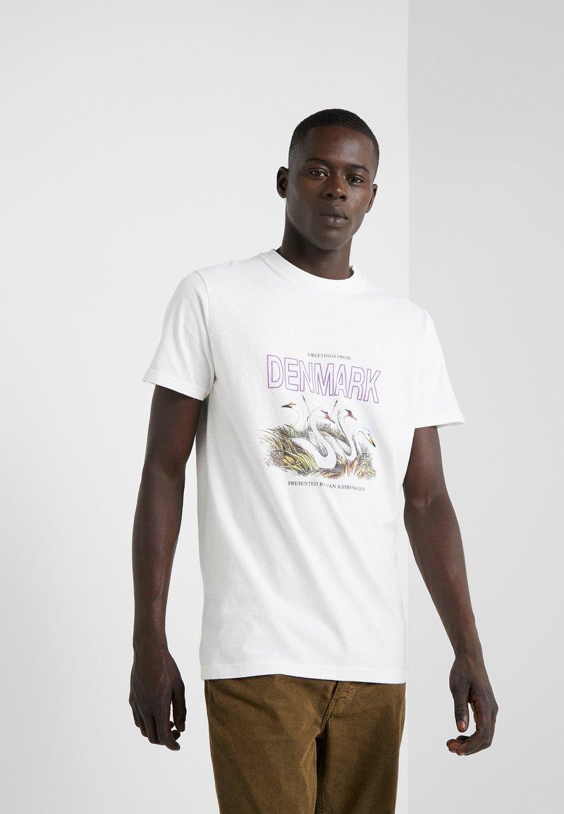 Han Kjobenhavn - ARTWORK TEE - T-shirts med print - offwhite