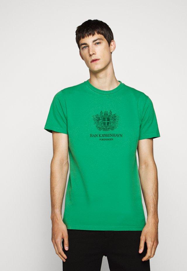 ARTWORK TEE - T-shirt con stampa - green