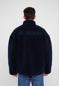 Han Kjobenhavn - TRACK  - Fleece jacket - navy - 2