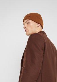 Han Kjobenhavn - HAN TOP BEANIE - Bonnet - brown - 1