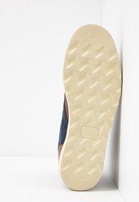 HKT by Hackett - WORK BOOT - Botines con cordones - brown - 4