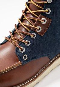 HKT by Hackett - WORK BOOT - Botines con cordones - brown - 5