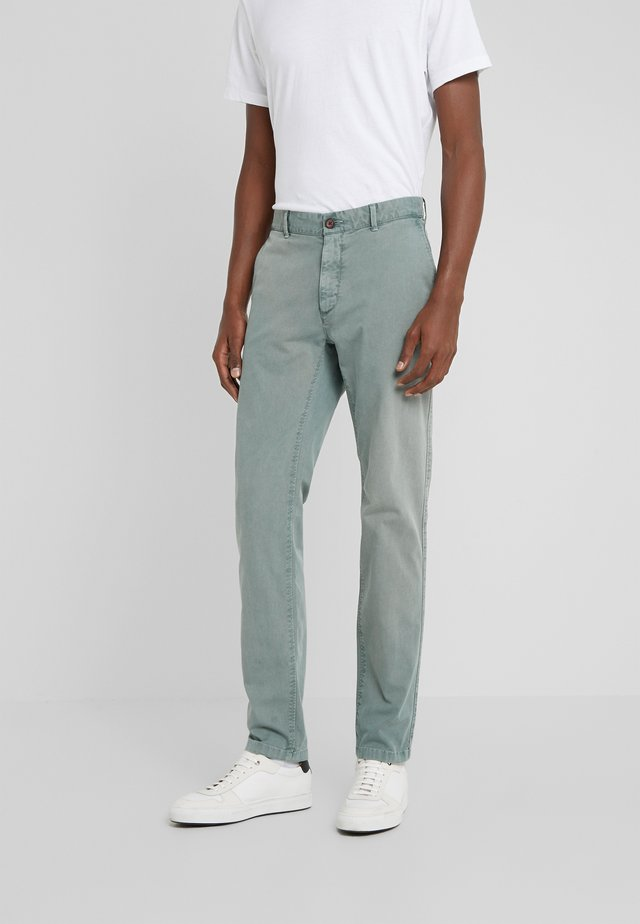 DYE STRETCH - Chinos - spruce