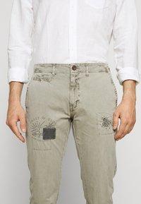 HKT by Hackett - PANELED TROUSERS - Chino kalhoty - moss - 5