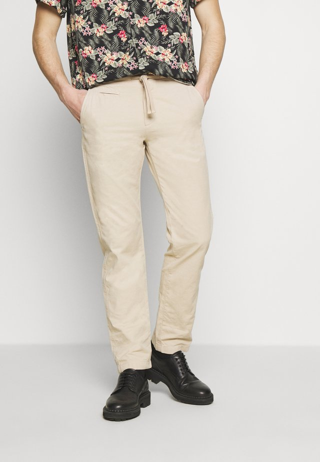 LOUNGE TROUSERS - Tygbyxor - birch
