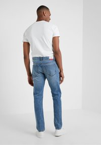 HKT by Hackett - CORE LIGHT WASH - Džíny Slim Fit - dark-blue denim - 2