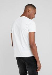 HKT by Hackett - THRILLS - T-shirts print - white - 2