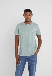 HKT by Hackett - TEE - Print T-shirt - spruce - 0