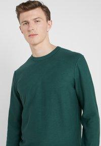 HKT by Hackett - ESSENTIAL CREW - Stickad tröja - dark green - 3