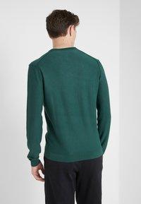 HKT by Hackett - ESSENTIAL CREW - Stickad tröja - dark green - 2