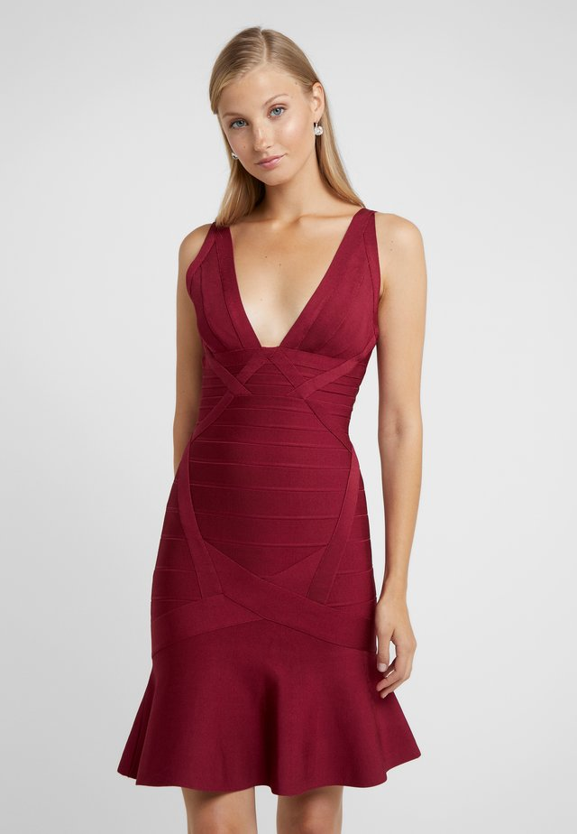 V NECK BANDAGE DRESS - Etuikleid - dark maroon