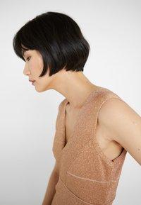 Hervé Léger - V-NECK DRESS - Společenské šaty - gold - 5