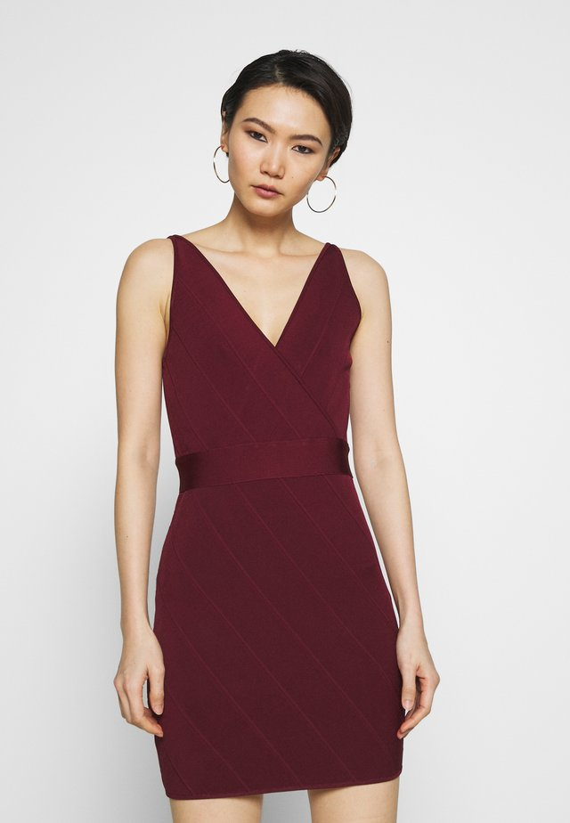 ICON STRAP DRESS - Fodralklänning - dark red