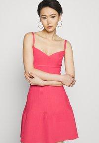 Hervé Léger - Sukienka z dżerseju - burnt rose - 4