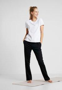 Hunkemöller - REGULAR  - Camiseta estampada - white - 1
