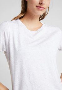 Hunkemöller - REGULAR  - Camiseta estampada - white - 5