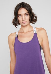 Hunkemöller - STRAPPY TANK TEXT - Top - purple cactus flower - 3