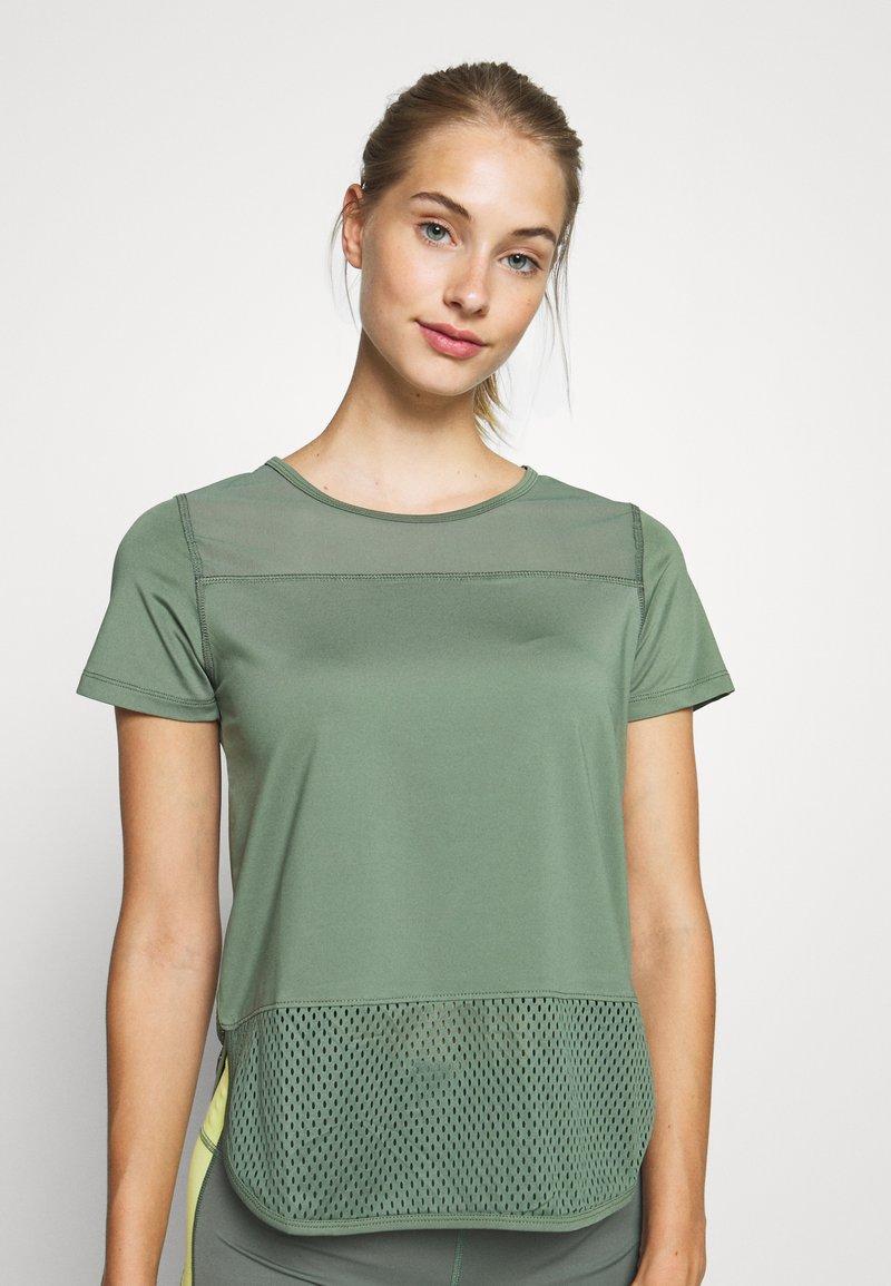 Hunkemöller - PERFORMANCE - Camiseta estampada - agave green