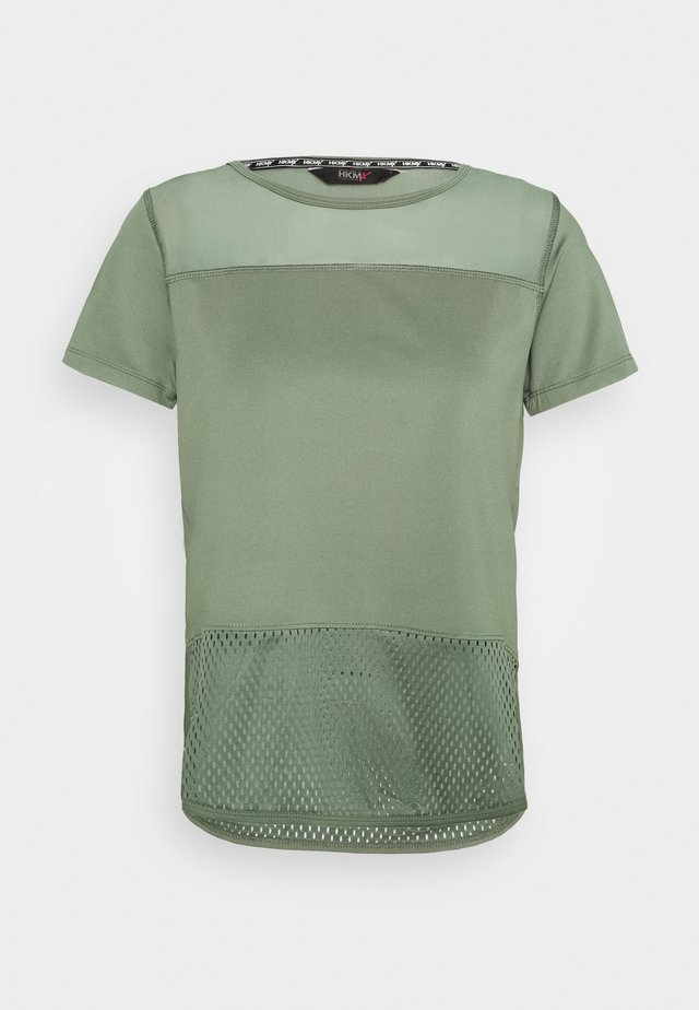 PERFORMANCE - T-shirt med print - agave green