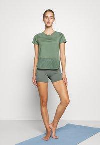 Hunkemöller - PERFORMANCE - Camiseta estampada - agave green - 1