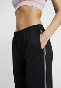 Hunkemöller - SLIM PANT - Pantalones deportivos - black - 4