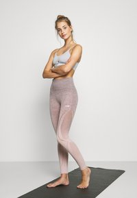 Hunkemöller - LEGGING  - Leggings - adobe rose - 1