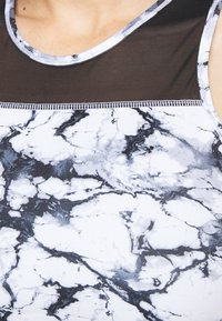 Hunkemöller - CROPPED TANK MARBLE - Camiseta de deporte - white - 4