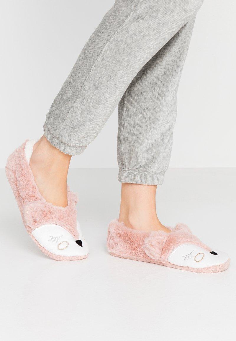 Hunkemöller - SPARKLE FOX BALLERINA - Slippers - pink