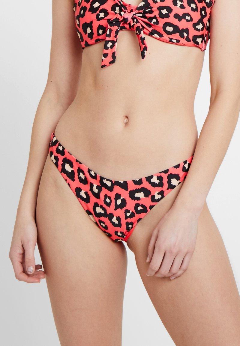 Hunkemöller - REBEL CAT HIGH LEG CHEEKY - Bikinibroekje - coral
