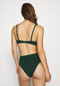 Hunkemöller - INDIO HILLS HIGHLEG - Bikini bottoms - green - 2