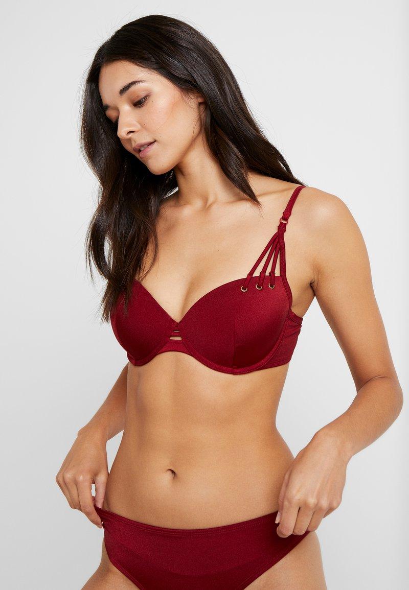 Hunkemöller - CINAMMON DEMI - Bikinitop - red