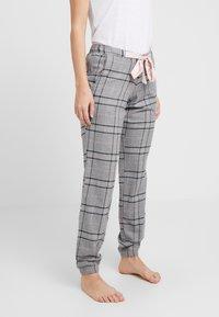 Hunkemöller - PANT CHECK - Pyjamasbukse - silver grey - 0